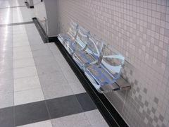 西早稲田駅のベンチ2