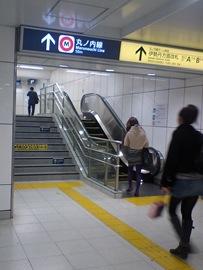 新宿三丁目駅のエスカレーター