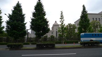 国会図書館側から見た国会議事堂