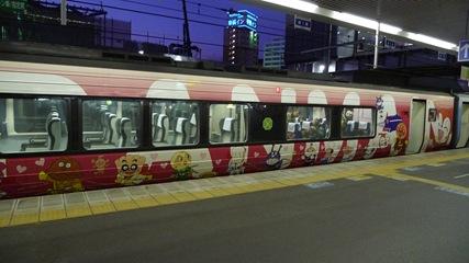 アンパンマン列車ドキンちゃん号2